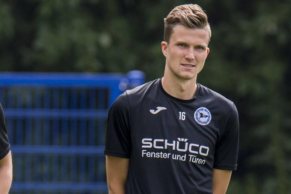 Fabian Kunze muss eine Woche lang das Loser-Shirt tragen.