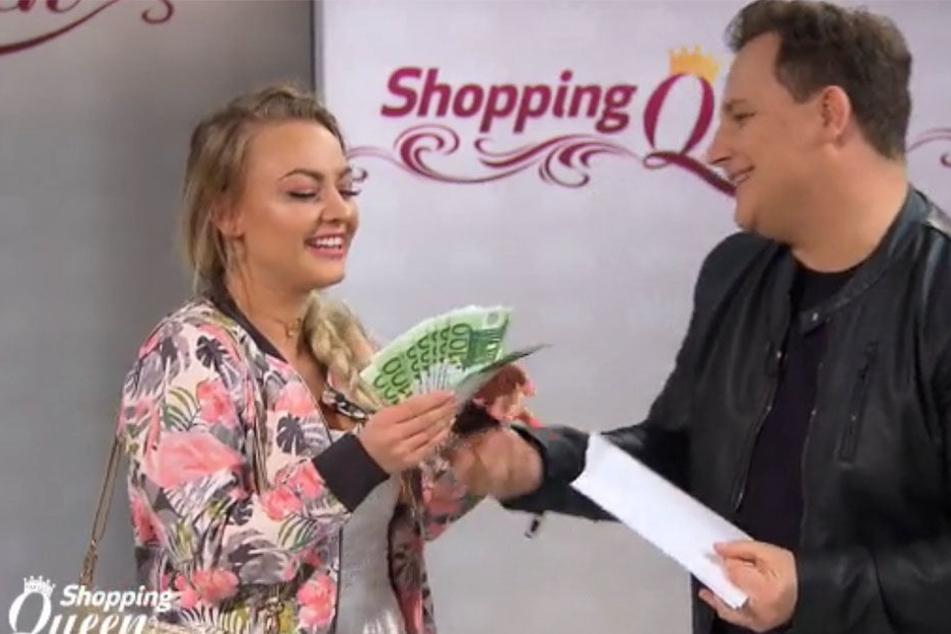 Stardesigner und Moderator Guido Maria Kretschmer krönte Outfitberatin und Fashion-Bloggerin Irina (24) zur Shopping-Queen von Leipzig. Sie darf sich über 1000 Euro freuen.