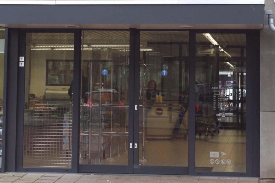 Supermarkt-Tür schnappt zu und bricht Einbrecher die Rippen