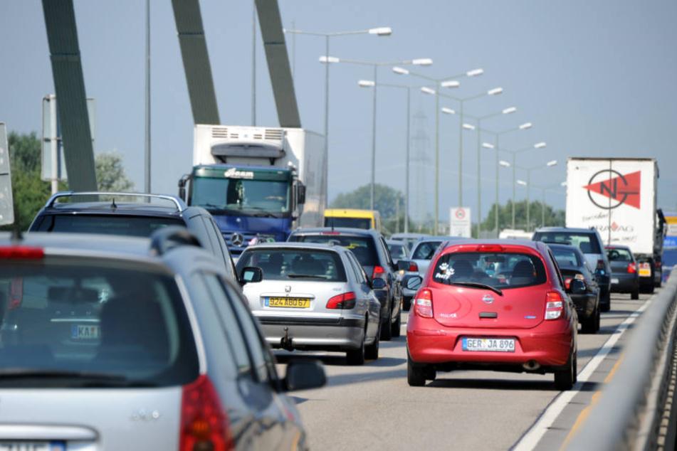 Heutzutage rollen etwa 80.000 Fahrzeuge über die Brücke - ursprünglich wurde das Bauwerk für 18.000 ausgelegt.
