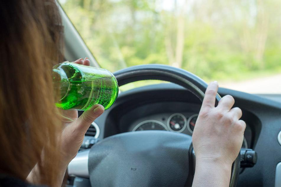 Mit viel zu viel Alkohol war die 80-Jährige unterwegs. (Symbolbild)