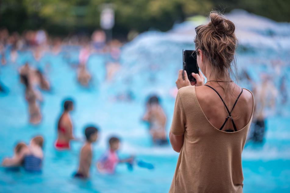 Im Corona-Jahr 2020 gab es in Schwimmbädern keinen einzigen Todesfall. Der DLRG befürchtet aber, dass aufgrund der Schließungen noch weniger Kinder lernen, sicher zu schwimmen.