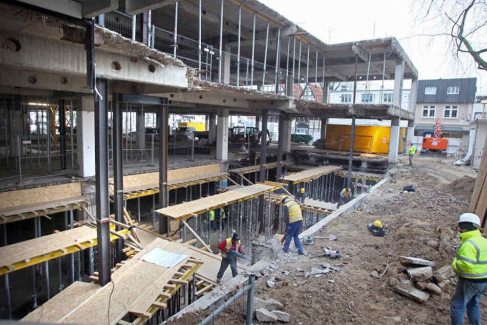 Seit letztem Jahr haben die Bauarbeiten am ehemaligen Kaufhof-Gebäude begonnen. Am Freitag verletzte sich ein Arbeiter dort schwer.