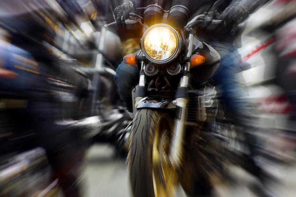 Crash bei Leipzig: Motorradfahrer lebensgefährlich verletzt