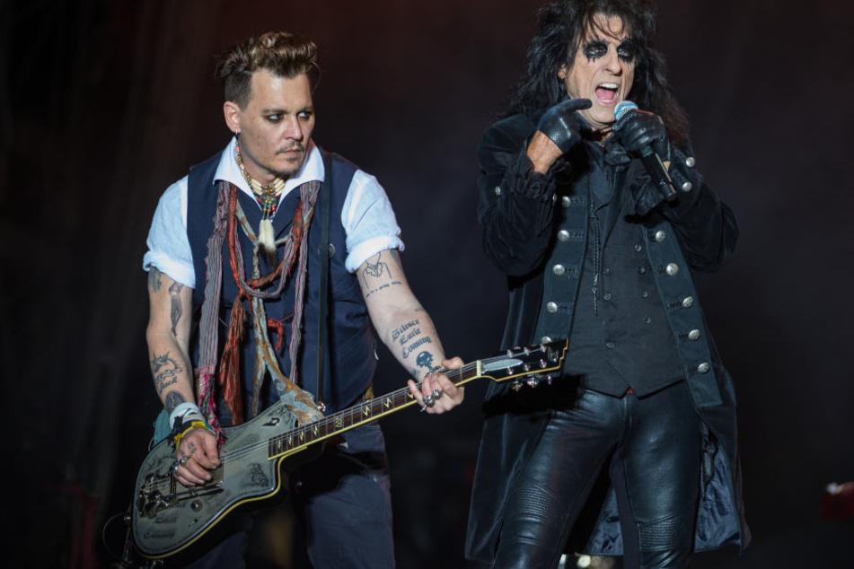 """Derzeit tourt Johnny Depp mit den """"Hollywood Vampires"""" durch Europa. Auch Alice Cooper ist mit von der Partie."""