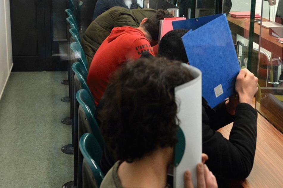 Obdachloser angezündet: Mildes Urteil für die Angeklagten?