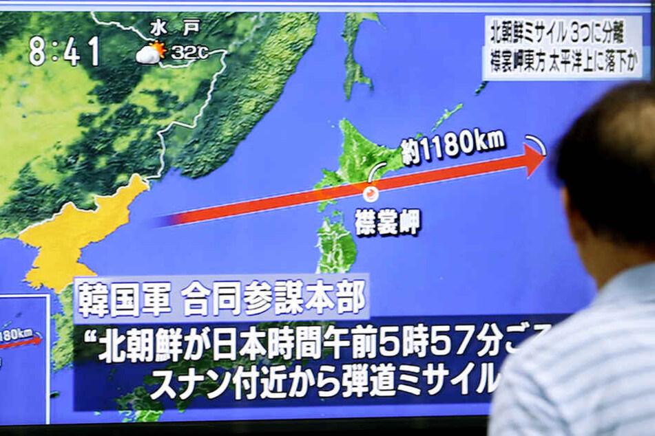 Nordkorea hat nach Angaben Südkoreas eine Rakete über das benachbarte Japan hinweg geschossen.