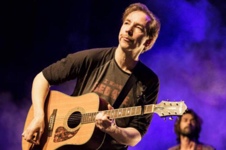 Olli Schulz während einer Performance auf der Bühne. (Archivfoto)