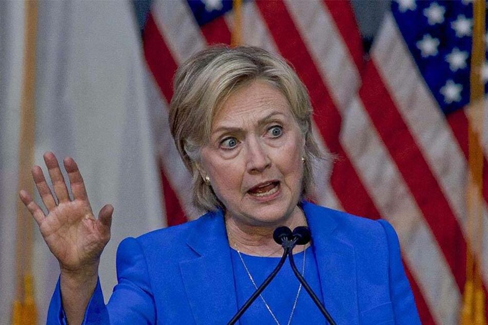 Die Strapazen des US-Wahlkampfs sind der 68-Jährigen sichtlich anzusehen.