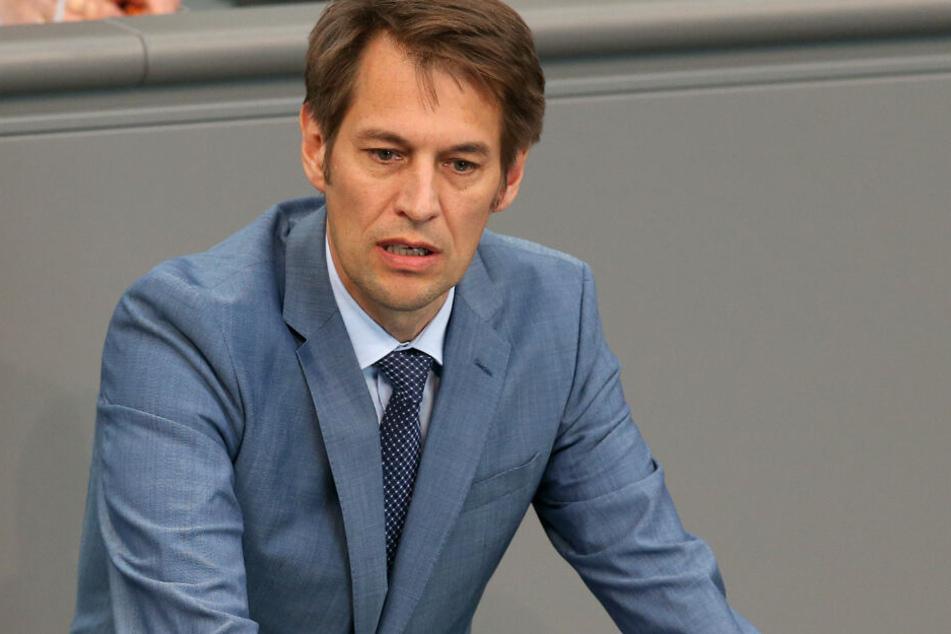 Götz Frömming (AfD), spricht während der aktuellen Stunde im Deutschen Bundestag, im Rahmen der Debatte um ein Forschungszulagengesetz.
