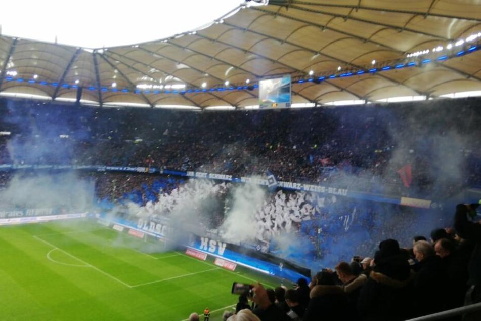 HSV-Fans schreiben vor KSC-Spiel mit Pyro-Show Fußball-Geschichte