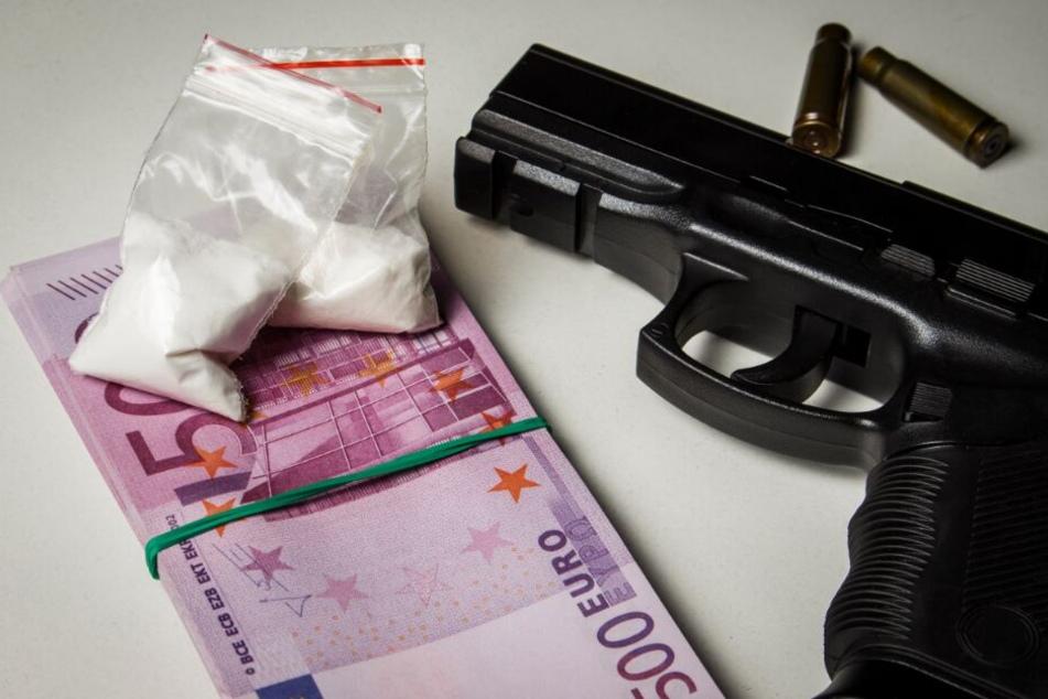 Mit Kokain und Waffen hantierten die beiden Männer. (Symbolbild)
