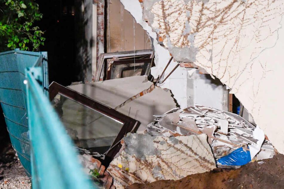 Großes Loch klafft in Hauswand: Was ist denn da passiert?