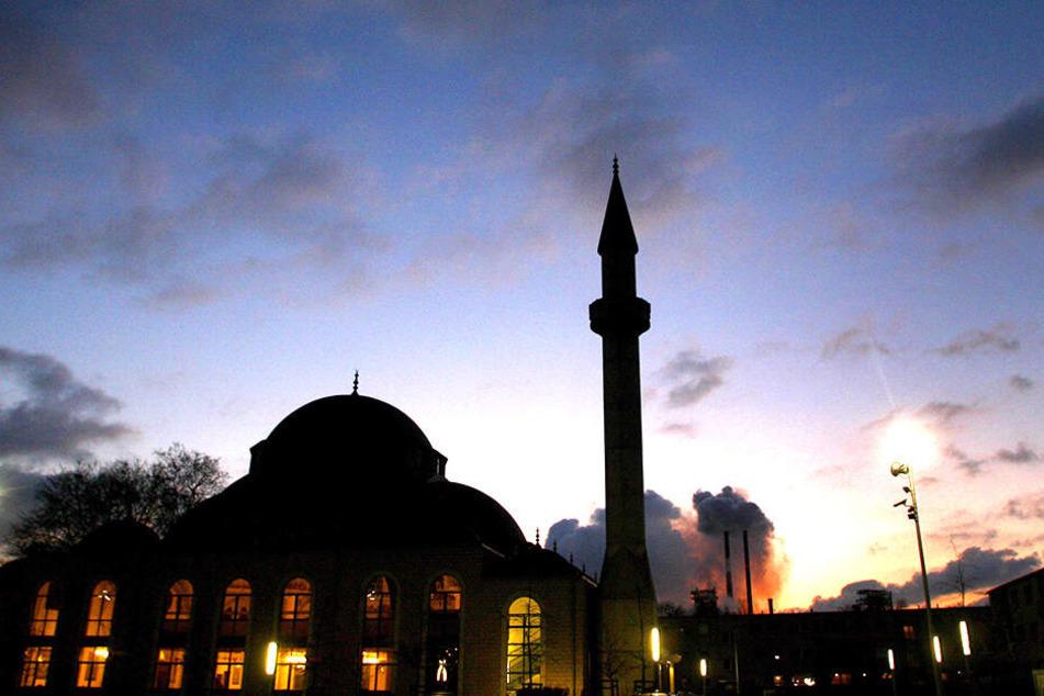 Mit Kuppel und Minarett. Ähnlich könnte die geplante Dresdner Moschee aussehen (Symbolbild).