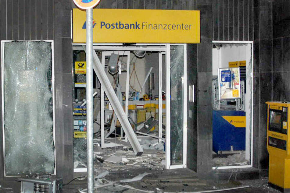 Bereits in der Nacht zum Montag wurde in Aachen ein Geldautomat in einer Bankfiliale gesprengt.