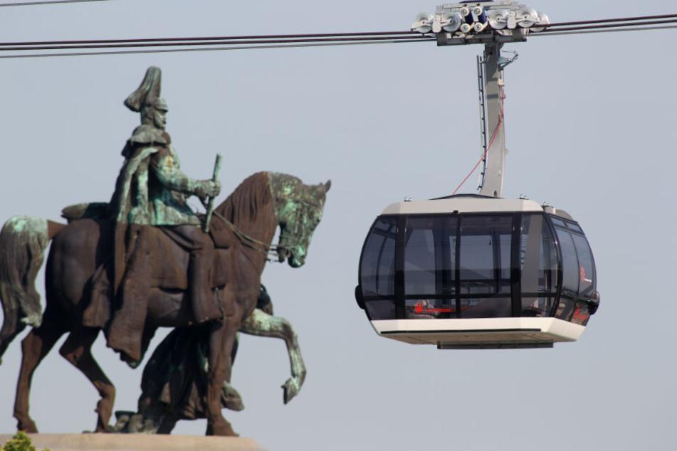Können Pendler in Zukunft aus luftiger Höhe nach Stuttgart einschweben? (Im Bild: eine Bahn in Koblenz)