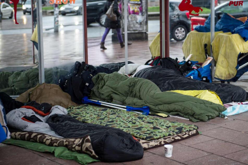 Im Hamburger Stadtbild oft zu sehen: Obdachlose schlafen auf dem Bürgersteig - hier auf der Reeperbahn.