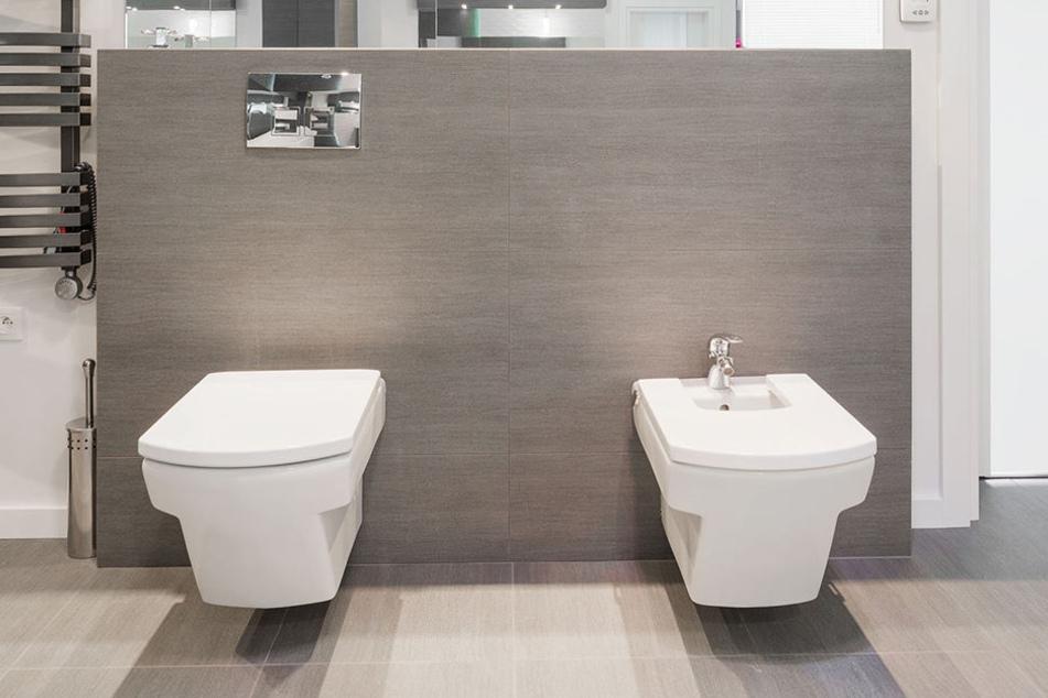 """""""Toilettenpapier bewegt Sch..., aber entfernt sie nicht. Man würde sich ja schließlich auch nicht mit einem trockenen Handtuch duschen...."""""""