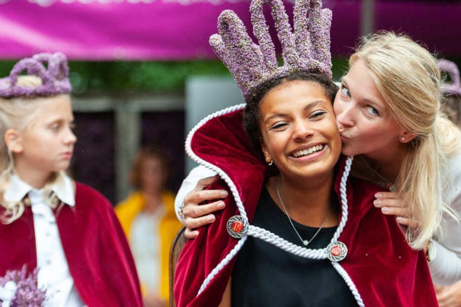 In Jenny Elvers Fußstapfen: 19-Jährige ist neue Heidekönigin!