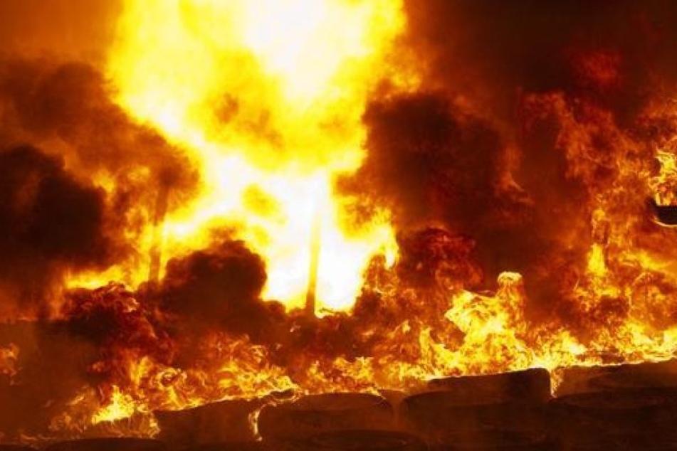 Der Achtjährige hatte mit einem Freund gekokelt und so den Stall in Brand gesetzt. (Symbolbild)