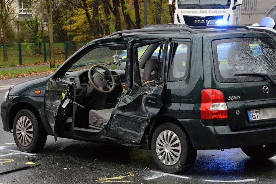 Die 45-jährige Autofahrerin hat sich bei dem Crash schwer verletzt.