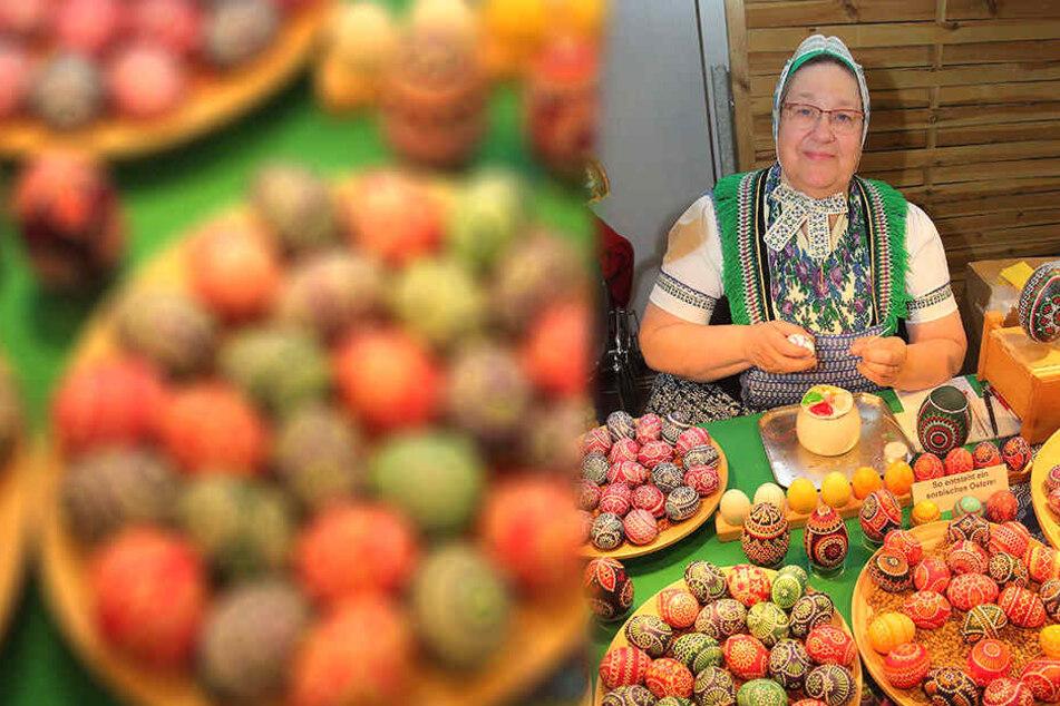 Kerstin Hanusch (61) aus Schleife bemalt Eier nach sorbischer Tradition.