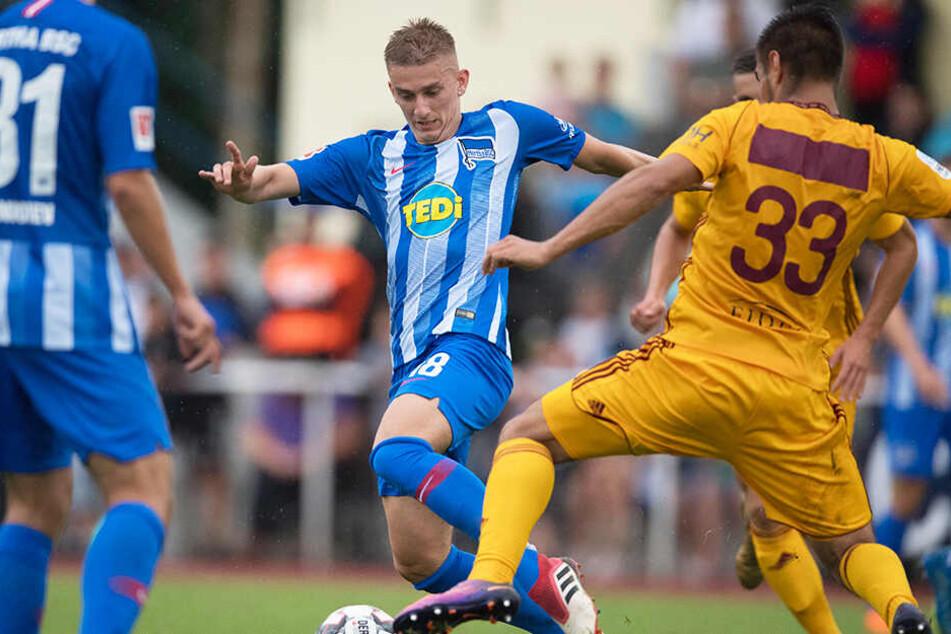 Sinan Kurt (M.) kam für die Profis von Hertha BSC in drei Jahren lediglich drei Mal in Pflichtspielen zum Einsatz.