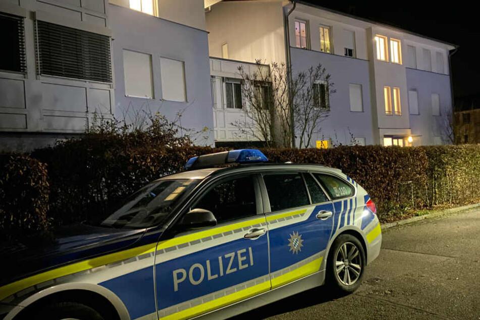 Mann liegt blutend im Gebüsch, Frau tot in Wohnung: Polizei hat schrecklichen Verdacht
