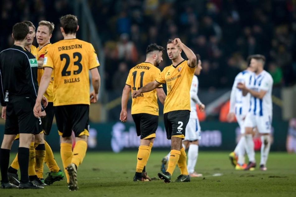 Die Dynamos haderten vor allem in der ersten Halbzeit mit Schiedsrichter Christof Günsch.