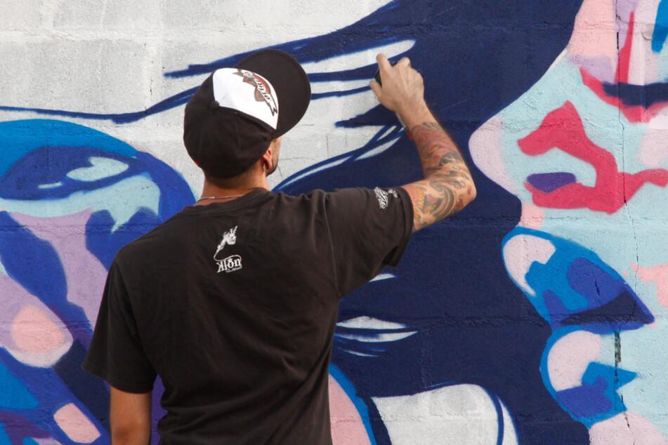 Liebestoller Sprayer postet Graffitis auf Instagram: Mit den Folgen hat er nicht gerechnet