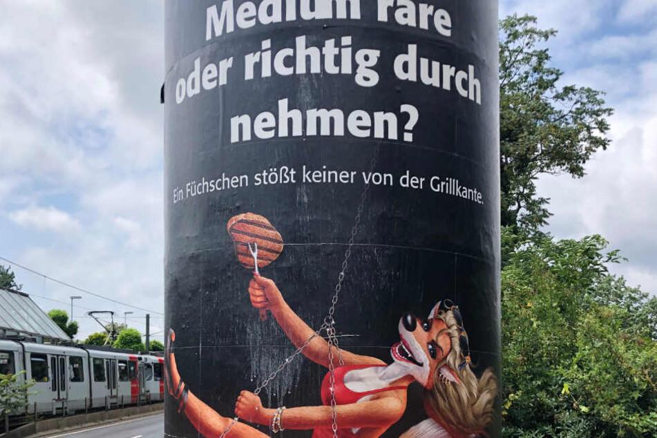 Mit ihrem aktuellen Werbeplakat hat sich eine Düsseldorfer Hausbrauerei Kritik auch aus der Politik eingehandelt.