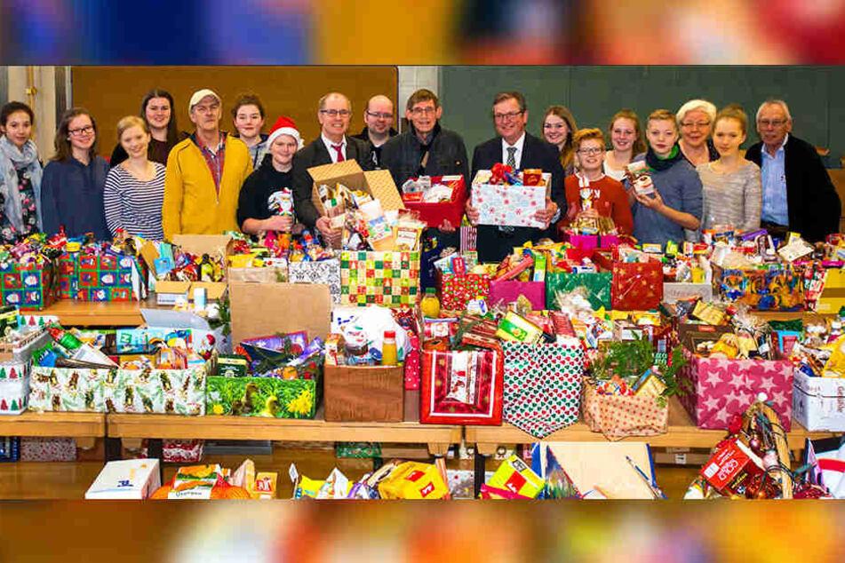 Bei der Weihnachtspäckchen-Aktion in Paderborn kamen dieses Jahr so viele Geschenke wie noch nie zusammen!