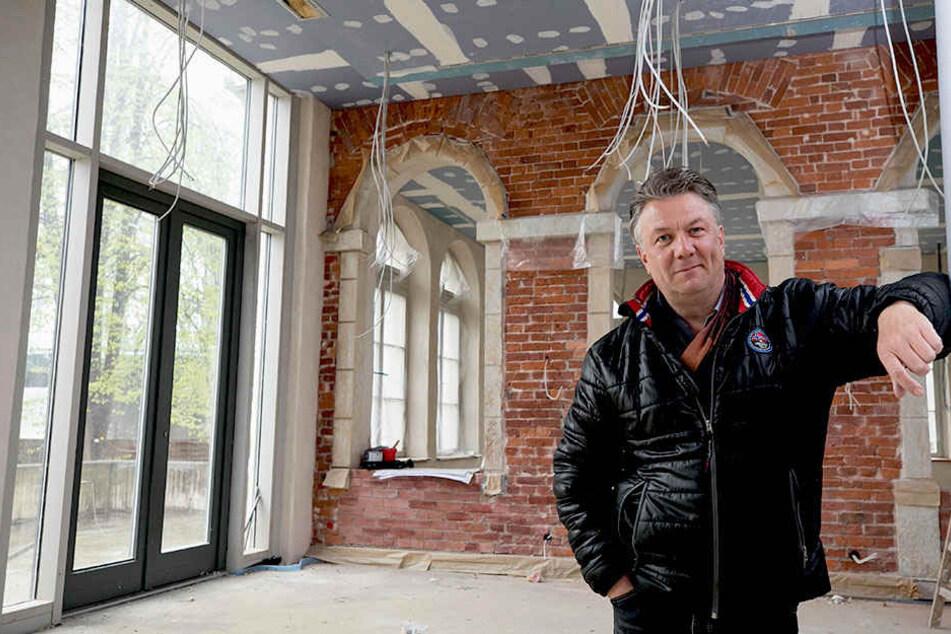"""Gastronom Andreas Wünsche (52) im künftigen Restaurant """"ElbeGarten""""."""