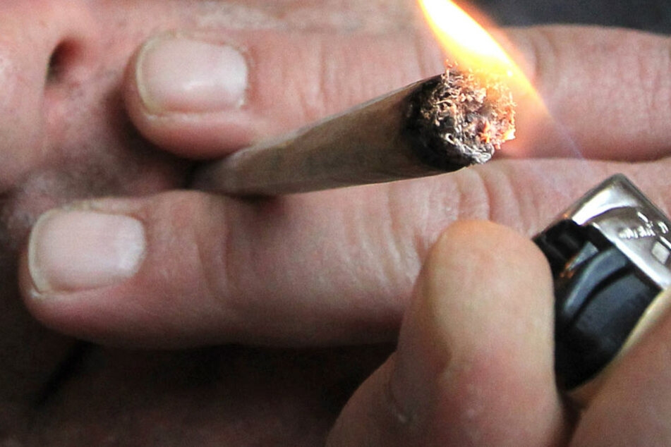 Schuld an allem soll eine geborgte Zigarette sein. (Symbolbild)