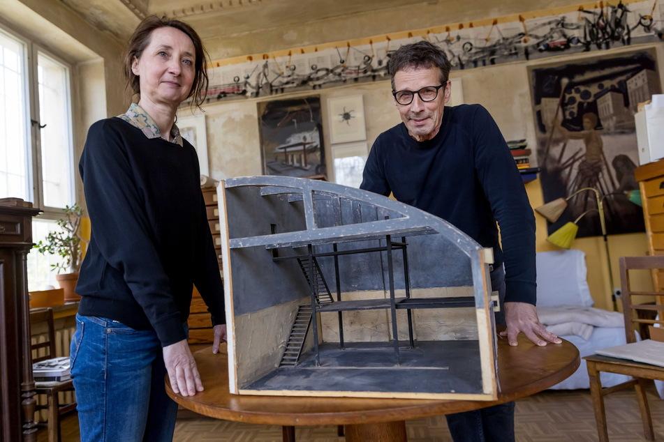 """Katrin Uhlig und Steffen Volmer (66) hatten früher ihre Ateliers im """"VOXXX"""" - jetzt haben sie das """"VOXXX"""" in ihrem Atelier."""