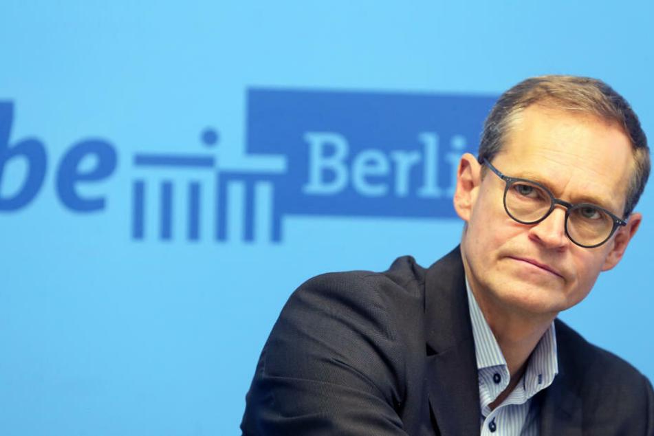Michael Müller (SPD), Regierender Bürgermeister von Berlin, beantwortet nach der Sitzung des Senats im Roten Rathaus Fragen von Journalisten. (Archivbild)