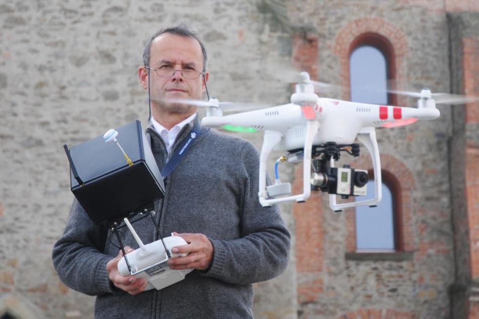 Armin Benicke aus Großenhain bildet bereits jetzt Interessierte für den qualifizierten Umgang mit Drohnen aus.