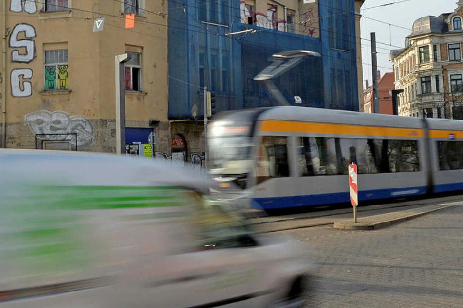 Tram leitet Gefahrenbremsung ein: Fahrgast bewusstlos