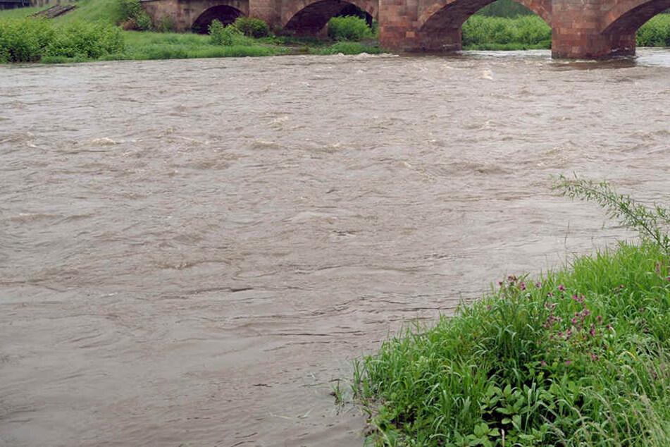 Beim Hochwasser 2013 traten in Mittelsachsen zahlreiche Flüsse über die Ufer. Nun werden an der Striegis Schäden beseitigt. (Archivbild)