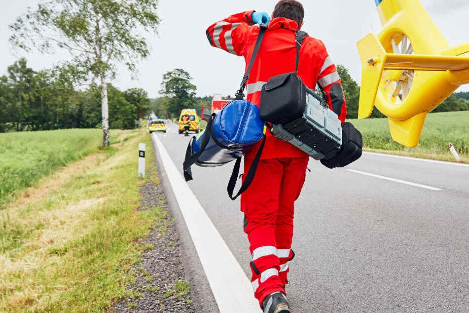 Ein Rettungshubschrauber brachte den 18-Jährigen auf schnellstem Weg in eine Klinik (Symbolbild).