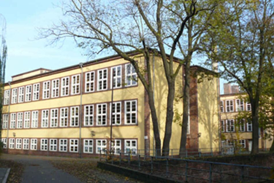 Auf dem Gelände der ehemaligen Erziehungswissenschaftlichen Fakultät in der Karl-Heine-Straße soll das neue Riesen-Gymnasium entstehen.