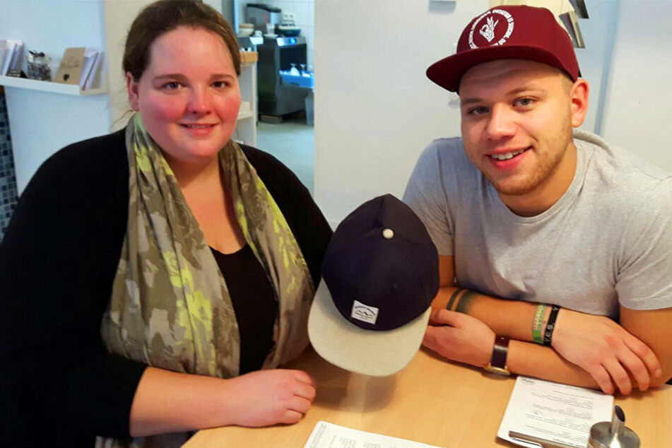 Nachdem Laura Okeke sich die Cap am Jahnplatz schnappte, traf sie Tay Schmedtmann persönlich im Spoon.