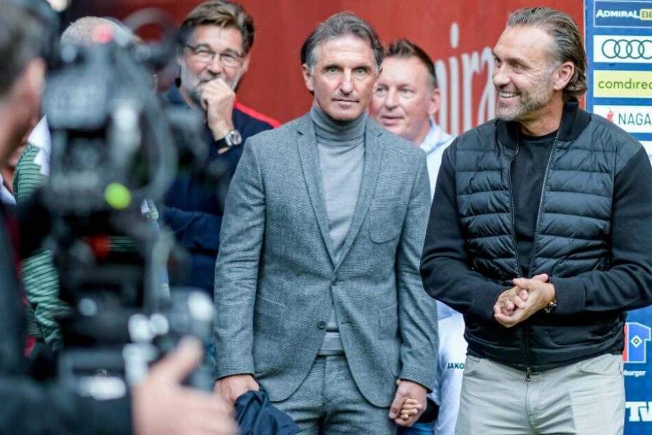 Thomas Doll (r), und Bruno Labbadia (M) beim Abschiedsspiel von Ex-HSV-Profi van der Vaart.