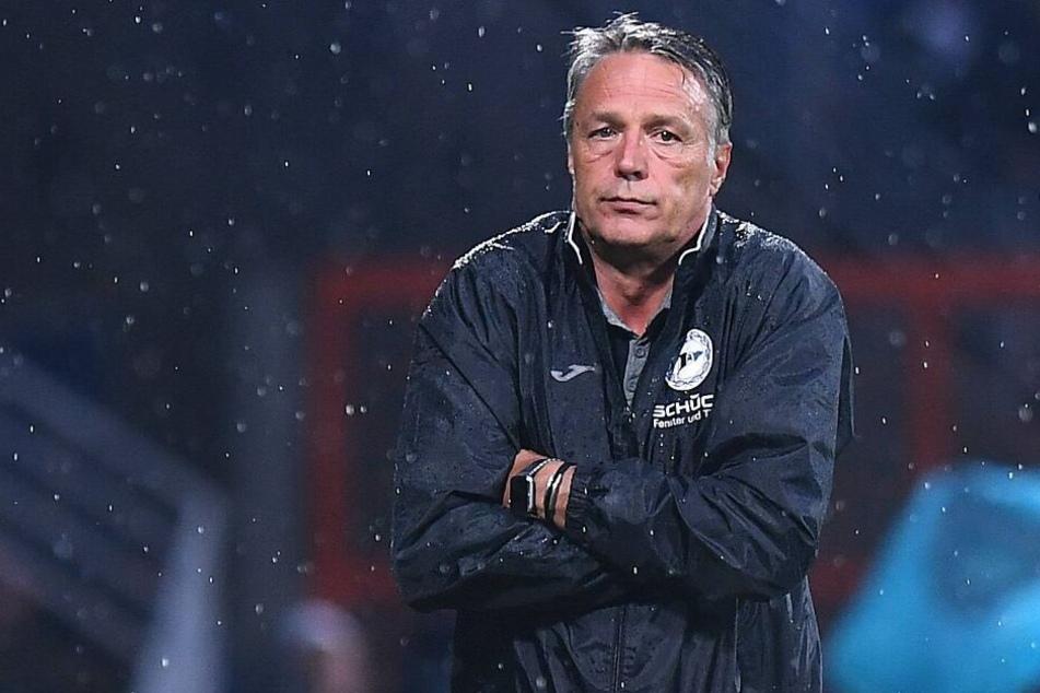 Seine Elf ließ DSC-Trainer Uwe Neuhaus zwischenzeitlich im Regen stehen.