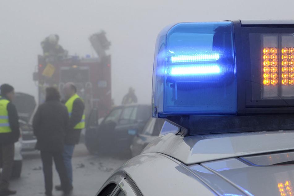 Im Nebel fuhren auf der A38 fünf Fahrzeuge ineinander. (Symbolbild)