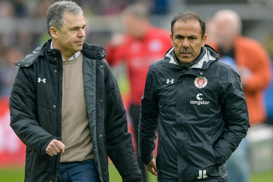 Interims-Sportdirektor Andreas Rettig (links) und FC St. Pauli-Trainer Jos Luhukay gemeinsam vor einem Spiel.