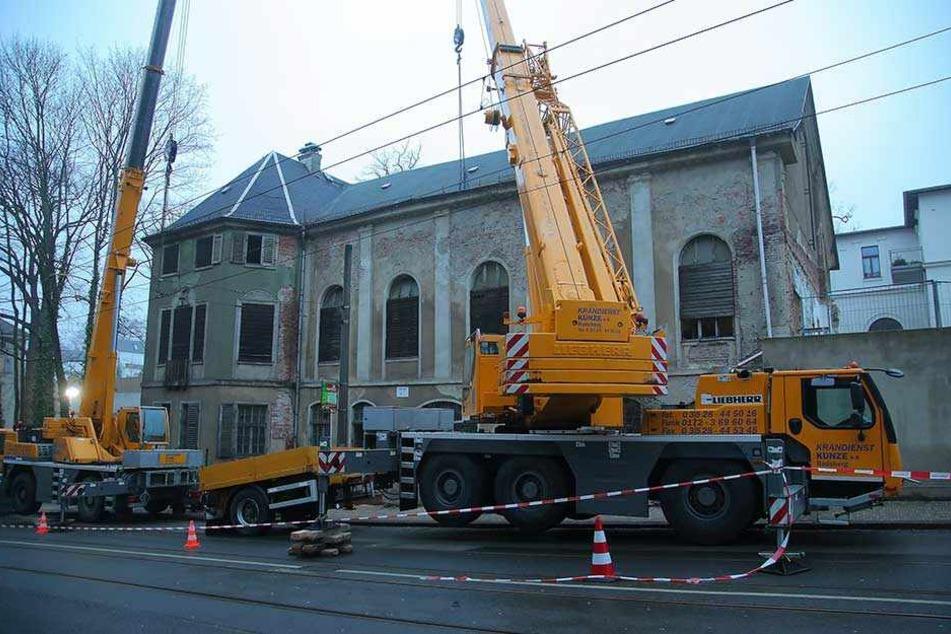 Bautzner Straße voll gesperrt: Kann THW das Lahmann-Gebäude vor Einsturz retten?