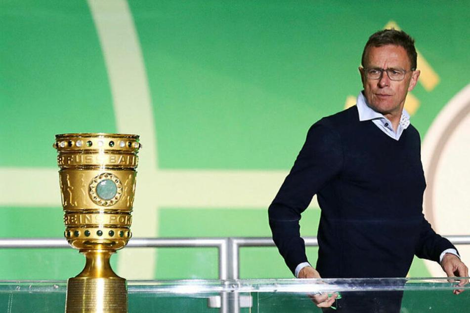 Kann dem Pokal in seinem letzten Spiel als RB-Trainer nur hinterherschauen: Ralf Rangnick.