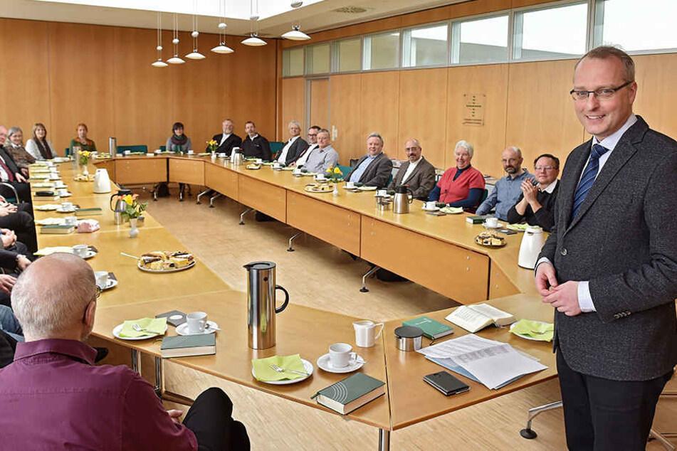 Landesbischof Carsten Rentzing lud diese Woche Pfarrer aus ganz Sachsen ein, um mit ihnen ihr 25-jähriges Dienstjubiläum zu feiern.