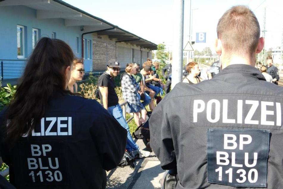 Die Bundespolizei beim Einsatz am Bahnhof in Freilassing.